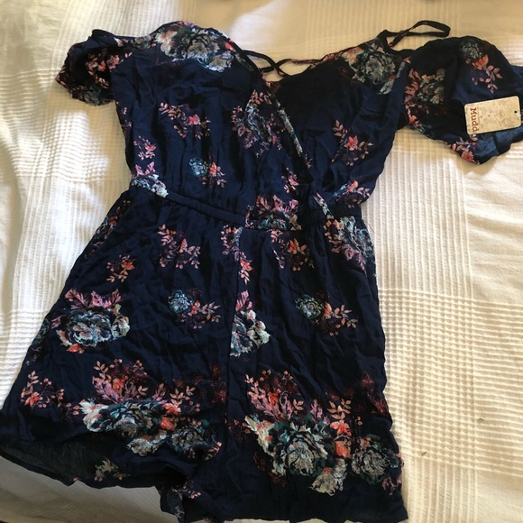 1267223013 dark blue romper with floral pattern. NWT. Mudd.  20  40. Size. M